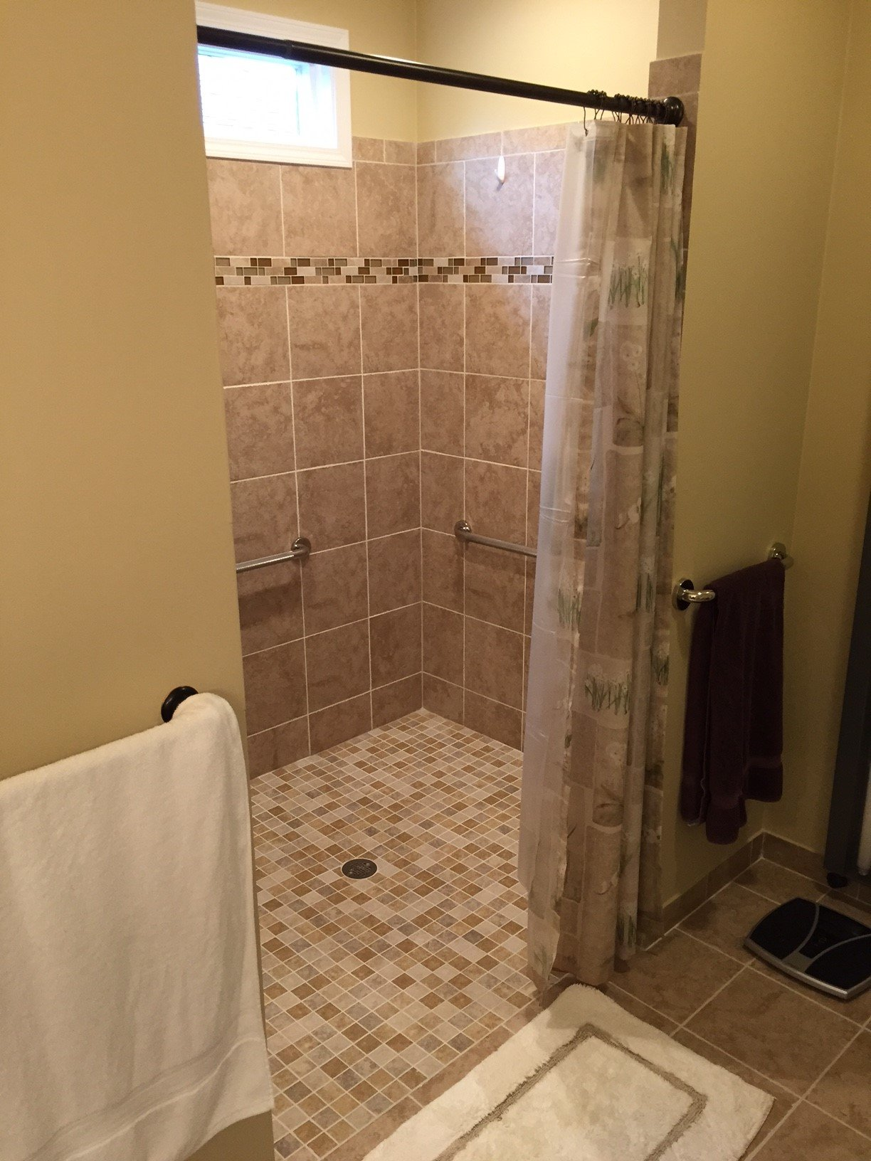 Barrier-free shower