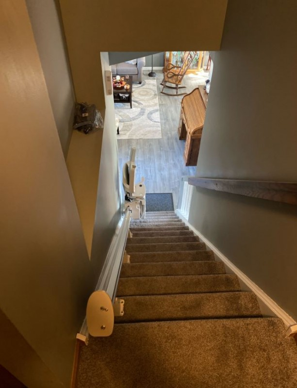 Bruno-Elan-stairlift-at-bottom-landing-of-home-in-Streamwood-IL.jpeg