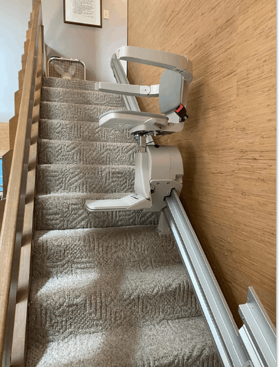 Bruno-Elan-stairlift-halfway-up-the-stairs-in-home-in-Indiana.PNG