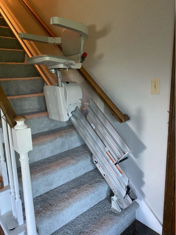 Bruno-Elan-with-power-folding-rail-installed-in-home-in-Indianapolis-by-Lifeway-Mobility.JPG