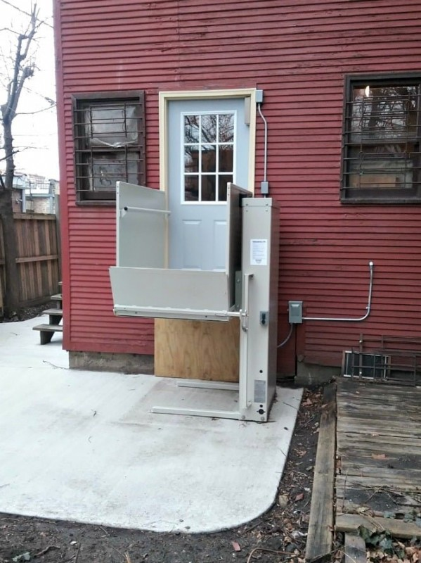 wheelchair-lift-for-safe-home-access.jpg