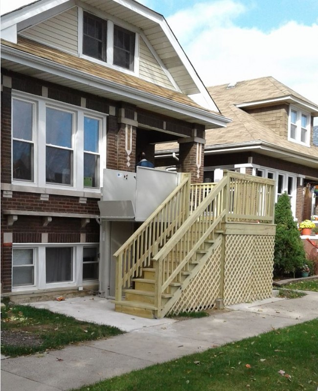 Wheelchair-Lift-installed-by-EHLS-at-the-front-of-home-in-Cicero-Illinois.jpg