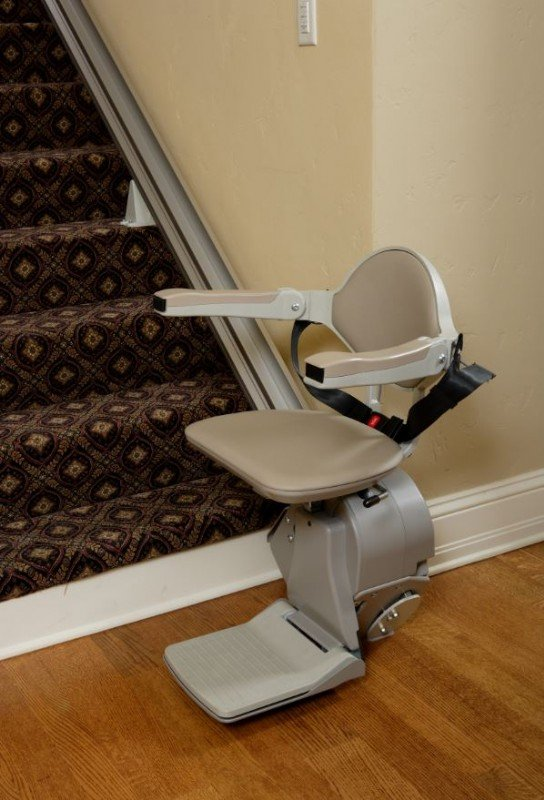 Bruno-Elan-stair-lift-at-bottom-landing-of-staircase.JPG