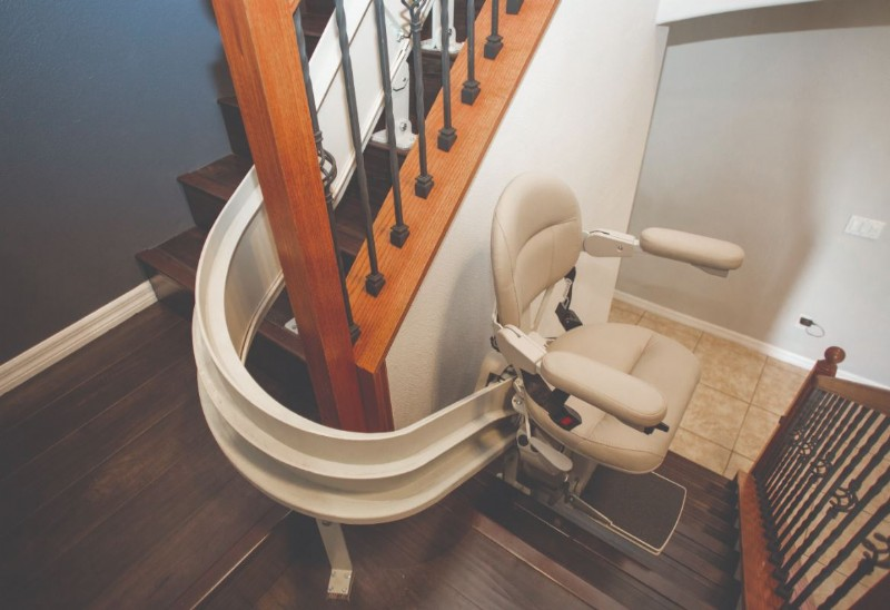 Bruno-Elite-Curved-stairlift.JPG