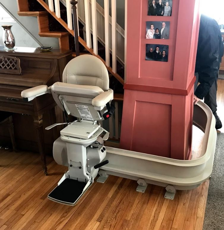 Bruno-Elite-curved-stairlift-built-with-a-rail-overrun.JPG
