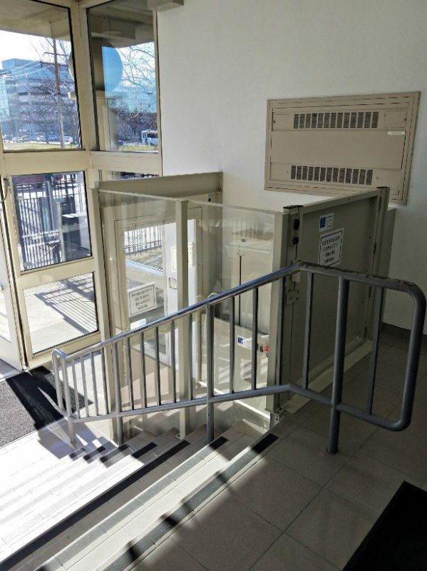 Bruno-commercial-lift-installed-by-Lifeway-Mobility-in-Jessie-Brown-VA-office-in-Chicago.JPG