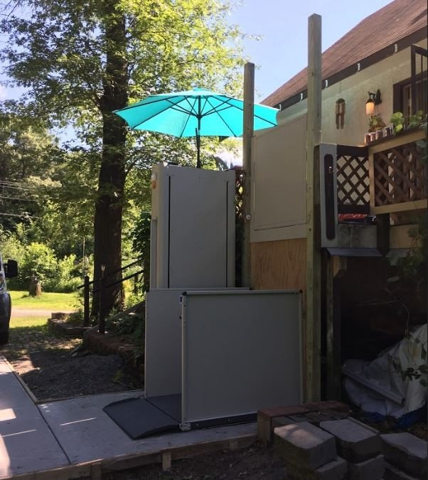 Bruno-porch-lift-for-veteran-living-in-Minnesota.JPG