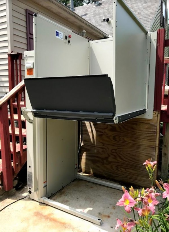 Bruno-porch-lift-for-wheelchair-accessible-entryway-to-front-door.JPG