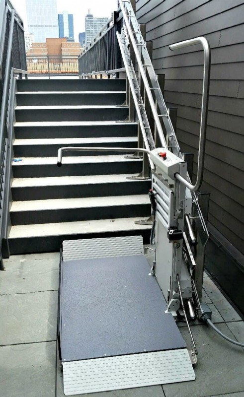 Commercial-Inclined-Platform-Lift-at-bottom-landing.jpg