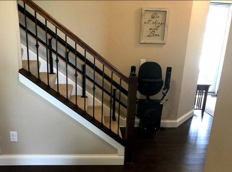 Harmar-Helix-stairlift-at-bottom-landing-of-staircase.JPG