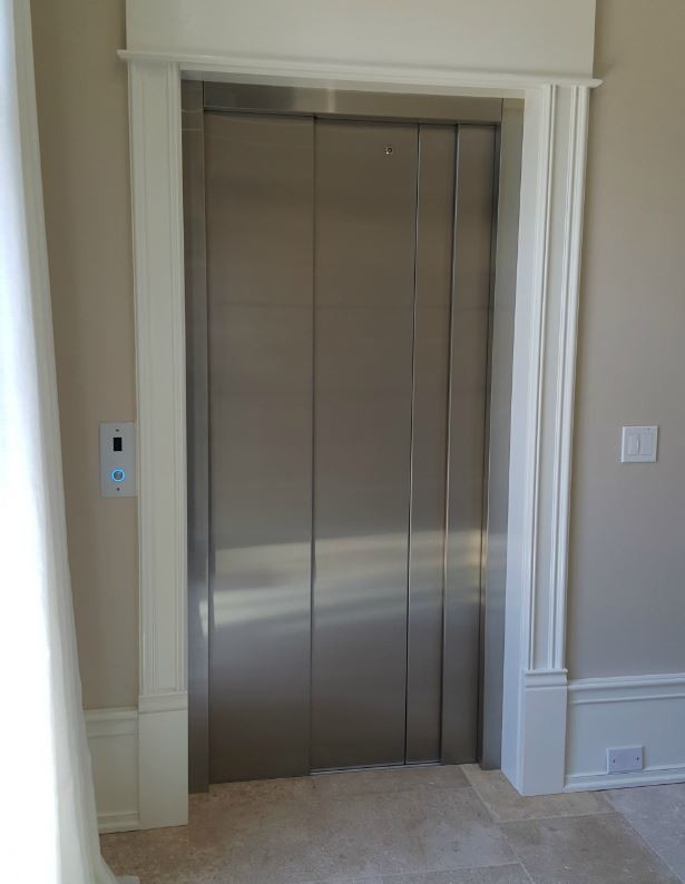 Home-Elevator-in-Lake-Forest-with-Savria-auto-slim-sliding-doors