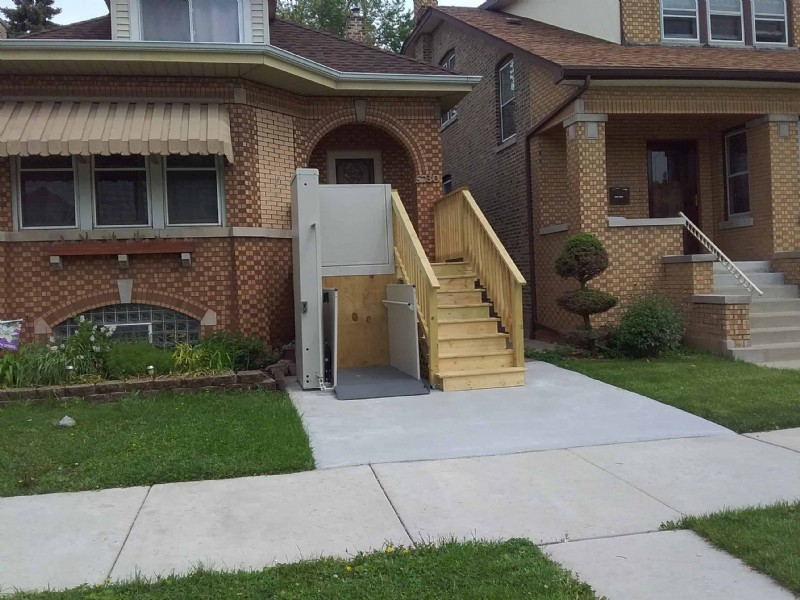 Porch-Lift-with-deck-in-Chicago.jpg