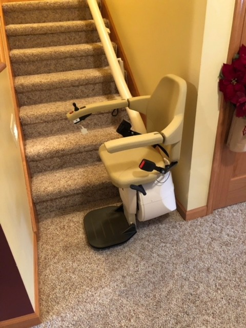 Handicare Freecurve – single rail curved system, at bottom of stairs
