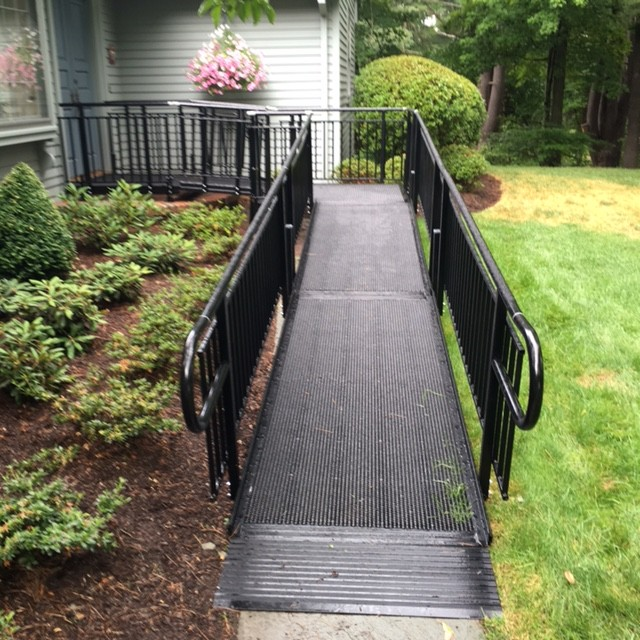 aluminum-black-wheelchair-ramp.jpg