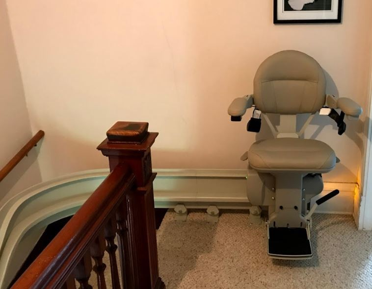 curved-stair-lift-installation-for-veteran-living-in-Minneapolis-Minnesota.JPG