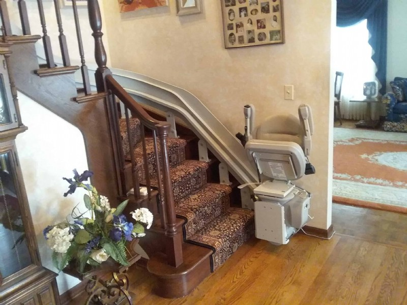 curved-stairlift-wheaton-IL.jpg