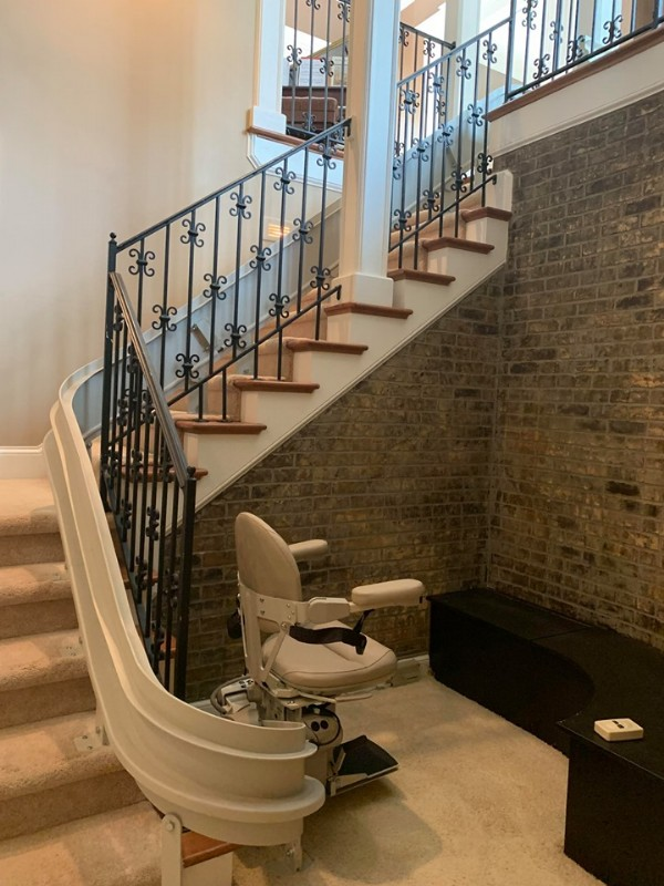 custom-curved-stairlift-at-bottom-landing-in-Indianapolis-home.jpg