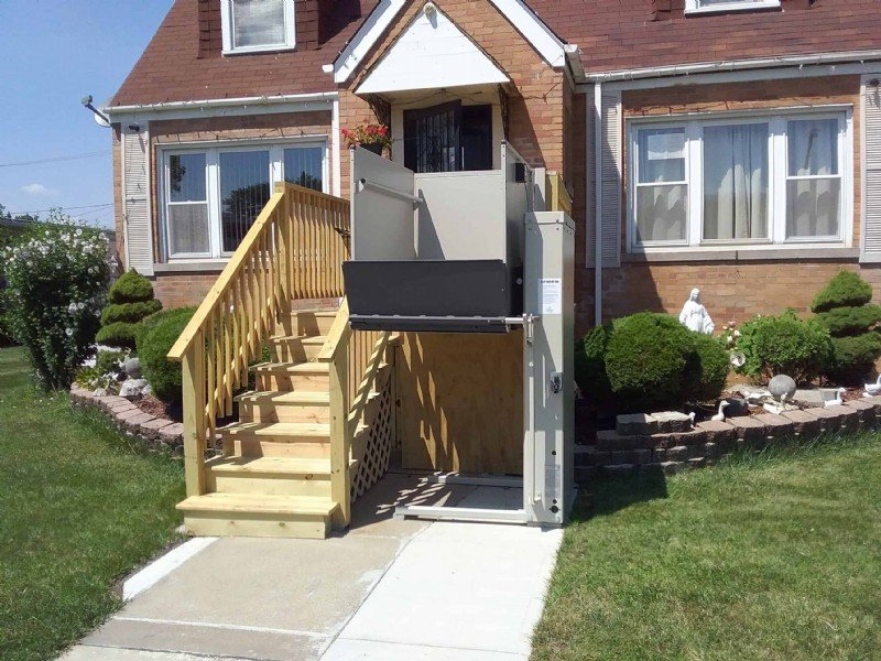 outdoor-wheelchair-lift-Chicago-Illinois.jpg