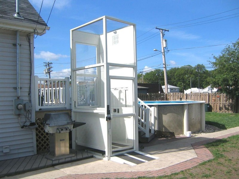 outdoor-wheelchair-lift-installed-for-pool.jpg