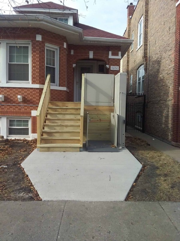 porch-lift-installed-in-winter-season-to-provide-access-to-front-door-of-home-in-Chicago.jpg