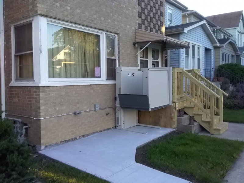 porch-lift-with-wood-stairs-in-Berwyn-Illinois.jpg