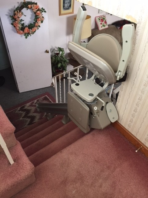 stairlift-at-top-landing-with-components-folded-up-at-home-in-Bedford-Mass.jpg