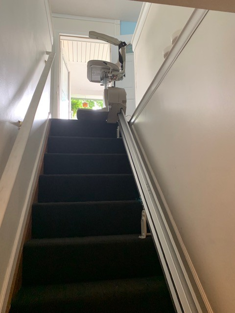 view-of-stairlift-and-rail-from-bottom-landing-of-stairs.jpg