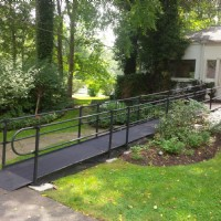 Aluminum wheelchair ramp