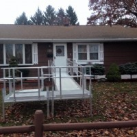 residential-aluminum-wheelchair-ramp-for-easy-access-to-front-entrance-of-home