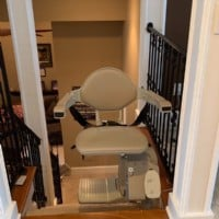 Bruno-Elan-stairlift-swivel-seat-at-top-landing-of-staircase.jpg