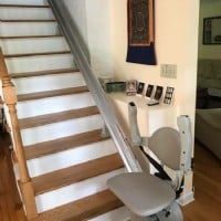 Stairlift-at-bottom-landing-with-arm-rests-folded-up.jpg