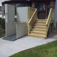 porch-lift-in-Chicago-for-accessible-entrance.jpg