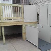 wheelchair-lift-for-accessible-entray-way-in-backyard-of-Chicago-home.jpg