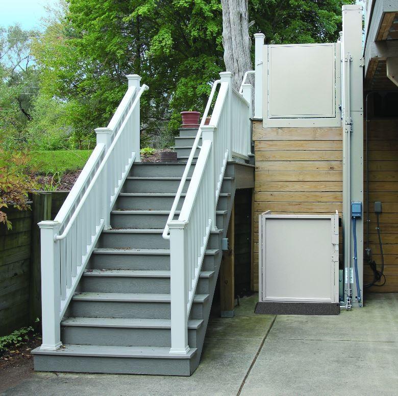 Bruno 3200 Series Outdoor Vertical Platform Lift